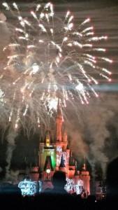 シンデレラ城の上空に花火!