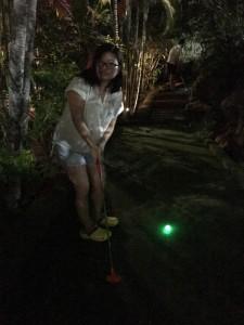 初体験、光ボールでゴルフ。