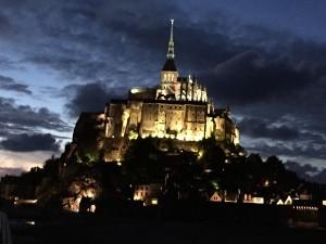 夜のモンサンミシェルも魅力的です