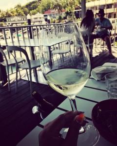 寛ぎながら白ワイン