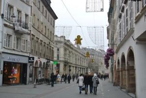 街は、X'masの飾りでいっぱい!明るいと分かりません。