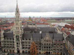 市庁舎を上から望む