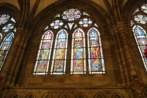 大聖堂の中のステンドグラスには圧倒されます。